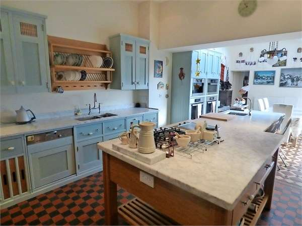 6 Bedrooms Semi Detached House for sale in Abbey Road, Barrow-in-Furness, Cumbria