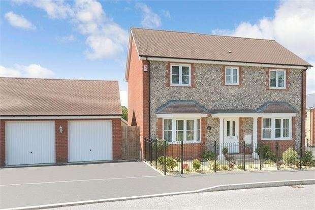 4 Bedrooms Detached House for sale in Larkspur Drive, Highweek, Newton Abbot, Devon. TQ12 1SD