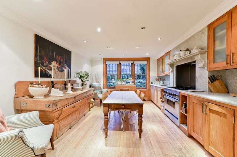 5 Bedrooms House for sale in Cassland Road, London E9