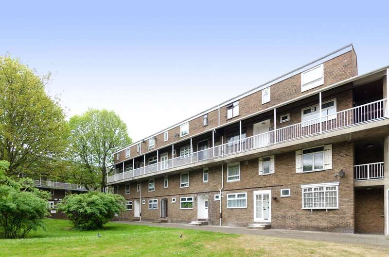 3 Bedrooms Flat for sale in Gough Walk, Limehouse, E14