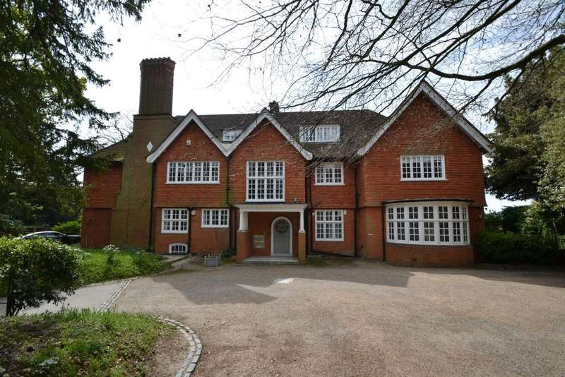 3 Bedrooms Ground Flat for sale in The Mount, Bromley, Kent, BR1 2SX