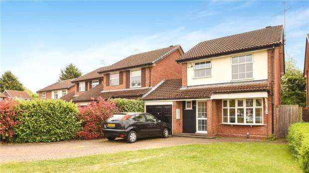 3 Bedrooms Detached House for sale in Kingsford Close, Woodley, Reading
