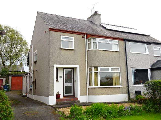 3 Bedrooms Semi Detached House for sale in FFRIDDOEDD ROAD, BANGOR LL57