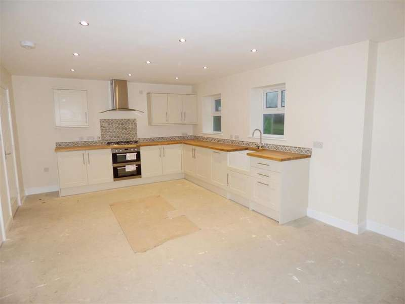 4 Bedrooms Detached House for sale in Fir Tree