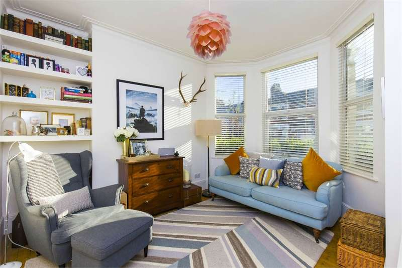 2 Bedrooms Flat for sale in North View Road, Crouch End, London