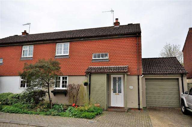 3 Bedrooms Semi Detached House for sale in Lysander Close, Bovingdon, Herts