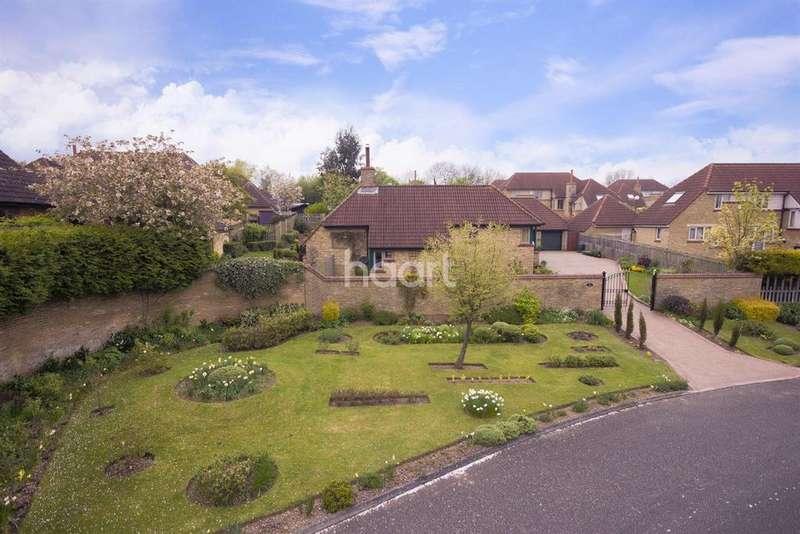 3 Bedrooms Bungalow for sale in Warmington Gardens, Downhead Park