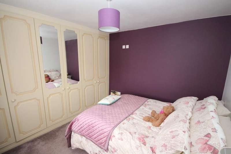 3 Bedrooms Semi Detached House for sale in Gresham Close, Vauxhall Park, Luton, LU2
