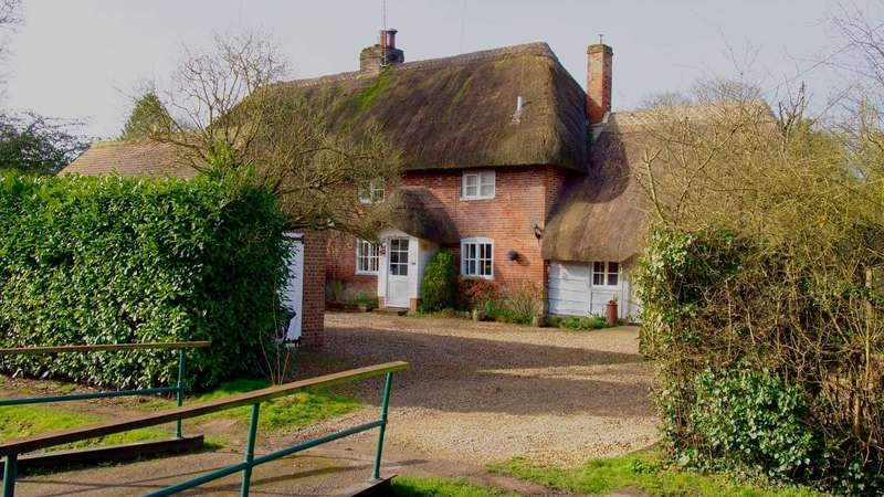 3 Bedrooms Semi Detached House for sale in High Street, Collingbourne Ducis