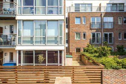 2 Bedrooms Flat for sale in Cross Street, Portsmouth, Hampshire