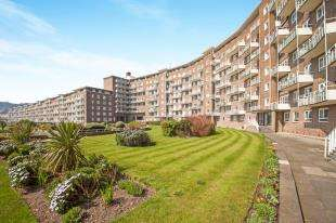 3 Bedrooms Flat for sale in The Gateway, Dover, Kent