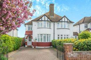 3 Bedrooms Semi Detached House for sale in Thong Lane, Gravesend, Kent, Gravesend