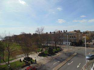 3 Bedrooms Flat for sale in Kent Mansions, Brighton Road, Worthing, West Sussex