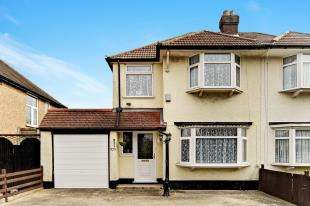 3 Bedrooms Semi Detached House for sale in Limpsfield Road, South Croydon