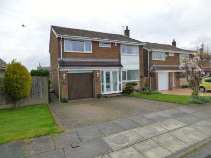4 Bedrooms Detached House for sale in Freckleton Drive, Bury, Greater Manchester, BL8