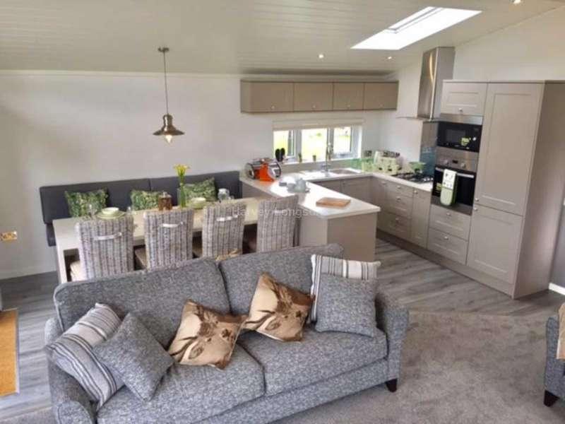 4 Bedrooms Lodge Character Property for sale in Porthcawl, Bridgend