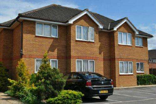 2 Bedrooms Flat for sale in Grace Court, Slough