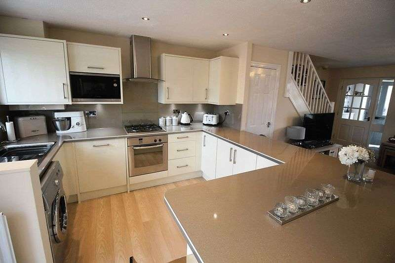 3 Bedrooms Terraced House for sale in Dene Royd Close, Stainland
