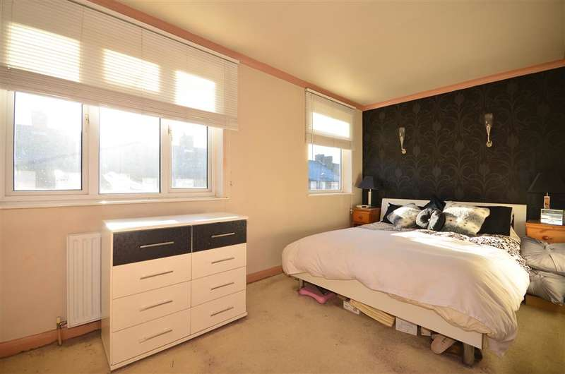 2 Bedrooms Terraced House for sale in Royston Avenue, Chingford