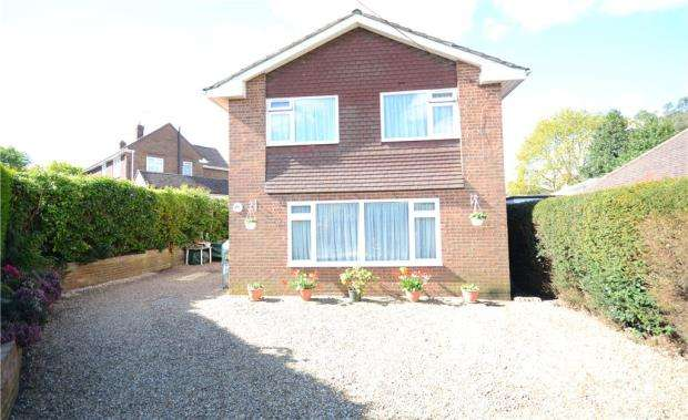 4 Bedrooms Detached House for sale in Woodlands Road, Farnborough, Hampshire