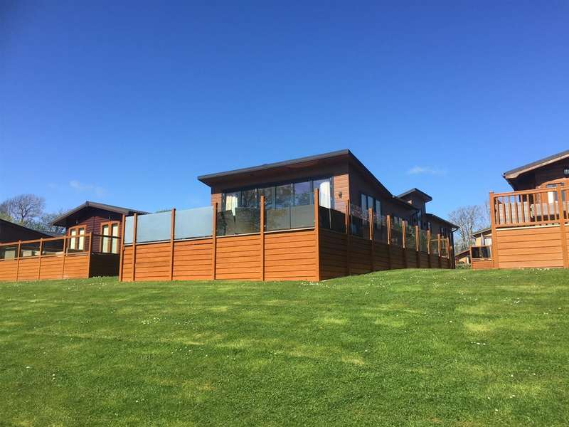 3 Bedrooms Park Home Mobile Home for sale in *Holiday Park - Anglesey, Plas Coch Holiday Homes, Llanedwen