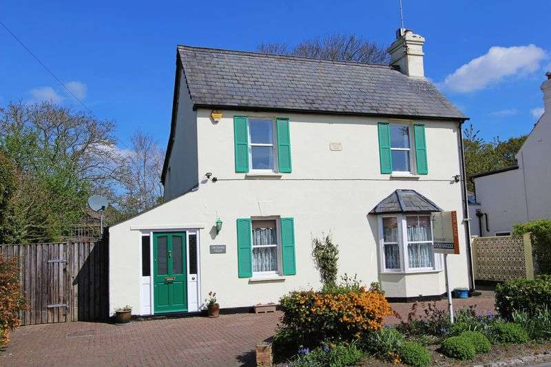 3 Bedrooms Detached House for sale in One Pin Lane, Farnham Common