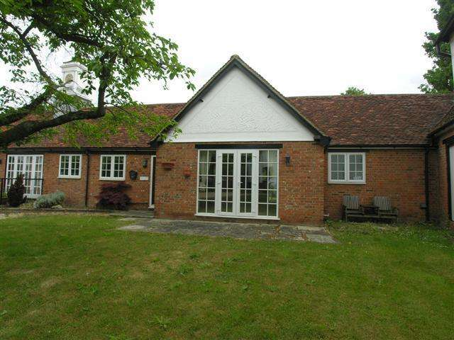 2 Bedrooms Detached Bungalow for sale in Great Hallingbury