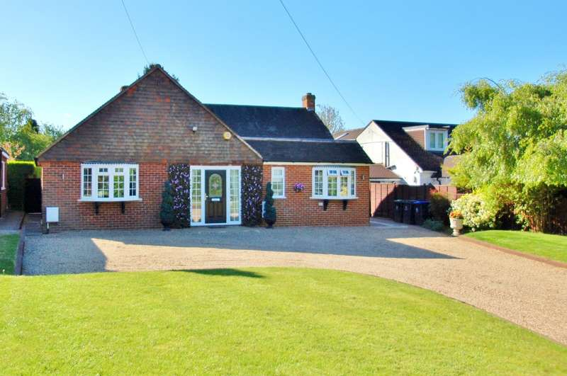 3 Bedrooms Detached Bungalow for sale in Farthing Green Lane, Stoke Poges, SL2
