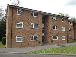 2 Bedrooms Flat for sale in Alpha Court, Hillside Road, Whyteleafe, Surrey