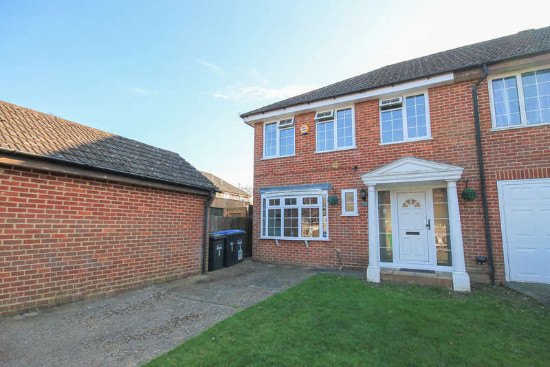 3 Bedrooms End Of Terrace House for sale in Pond Way, East Grinstead