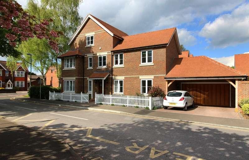 5 Bedrooms Detached House for sale in Kingslea, Horsham