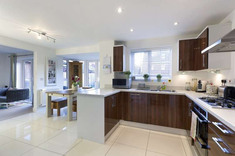 4 Bedrooms Detached House for sale in Martindales, Southwater