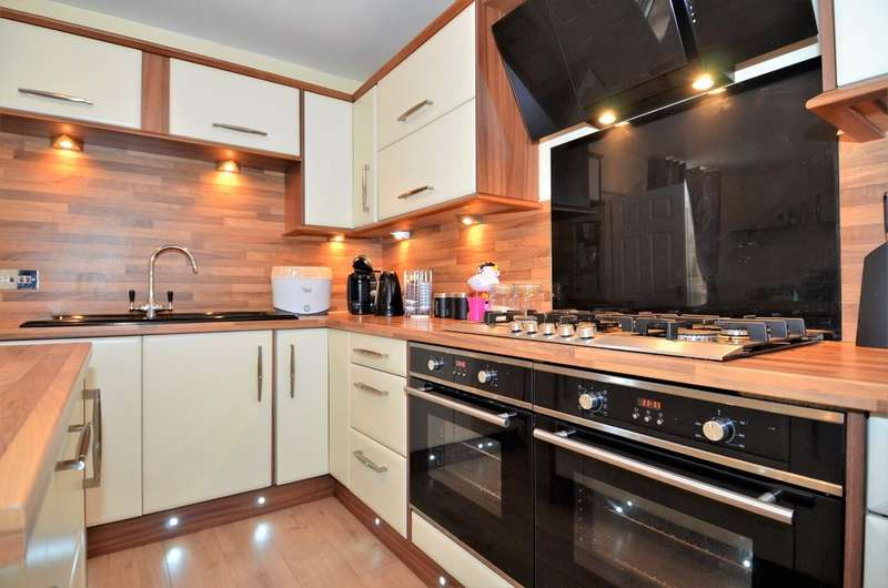 3 Bedrooms Terraced House for sale in Victoria Street, Brimington, Chesterfield