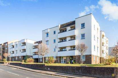 2 Bedrooms Flat for sale in Regal Close, Portsmouth, Hampshire
