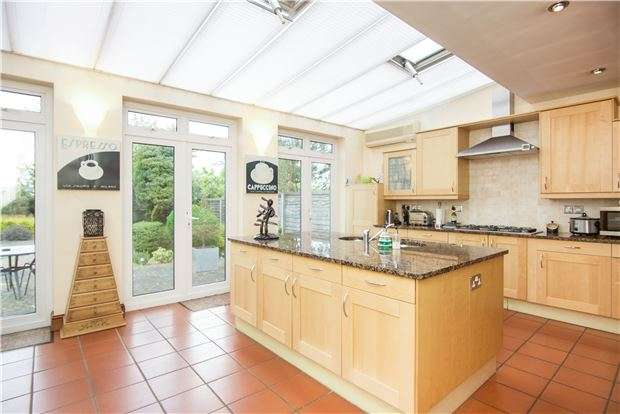 4 Bedrooms Detached House for sale in Salmon Street, KINGSBURY, NW9 8YA