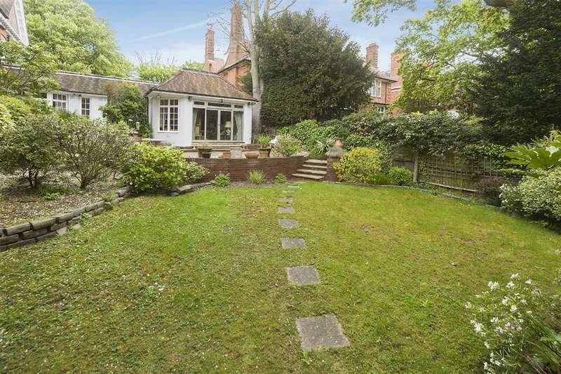 3 Bedrooms Bungalow for sale in Templewood Avenue, Hampstead, NW3