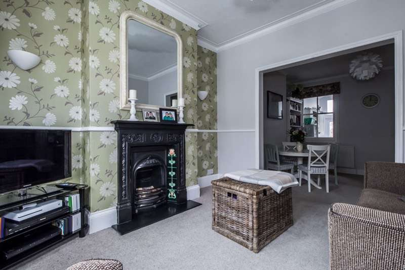 2 Bedrooms Terraced House for sale in Kings Road, Belmont, Surrey, SM2