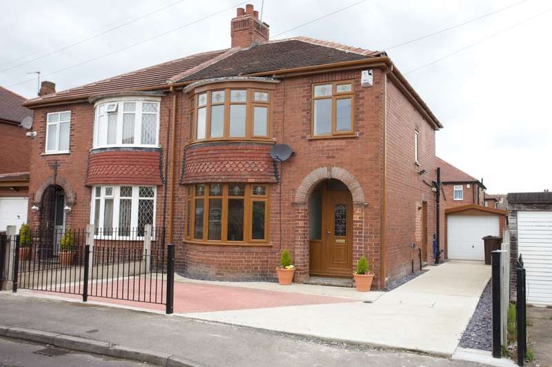 3 Bedrooms Semi Detached House for sale in Argyll Avenue, Pontefract, West Yorkshire, WF8