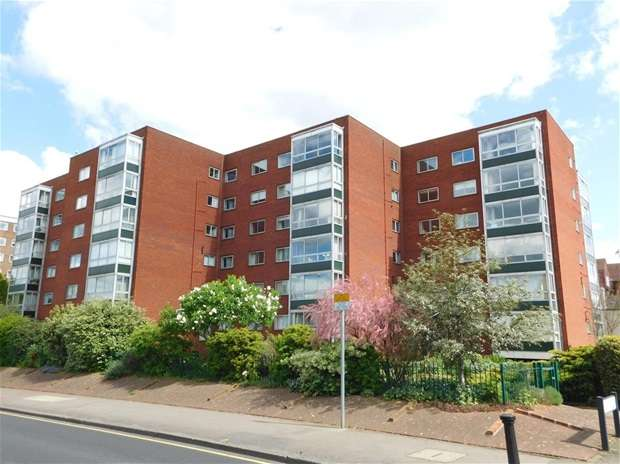 2 Bedrooms Flat for sale in Portsmouth Road, Surbiton