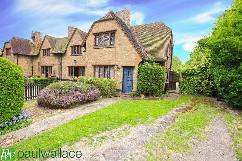 3 Bedrooms Terraced House for sale in Wentworth Cottages, Broxbourne