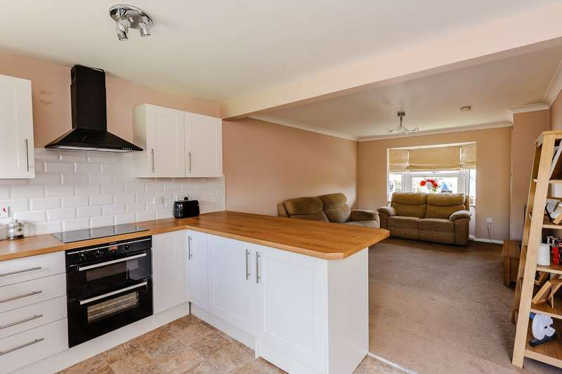 3 Bedrooms Semi Detached House for sale in Ruthven Close, Wickford, Essex, SS12 9AA