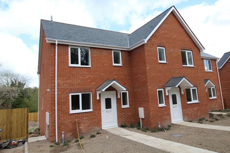 3 Bedrooms Property for sale in Hillside Villas, Charlton, Andover, SP10