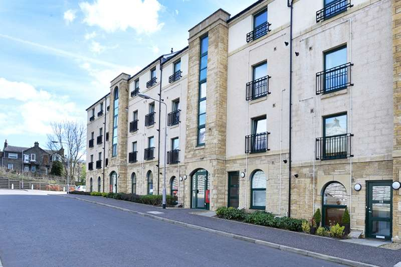 3 Bedrooms Duplex Flat for sale in Lady Campbells Court, Dunfermline, KY12 0LE