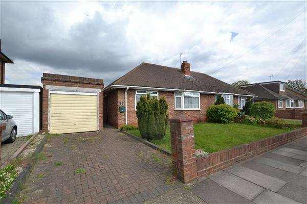 2 Bedrooms Bungalow for sale in Hazelmere Close, Bedfont