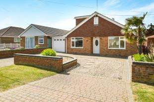 4 Bedrooms Bungalow for sale in Dunes Road, Greatstone, New Romney