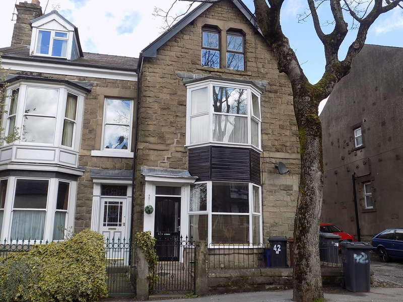 2 Bedrooms Ground Flat for sale in West Road, Buxton