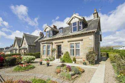 4 Bedrooms Detached House for sale in Stoneyholm Road, Kilbirnie