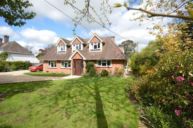 4 Bedrooms Detached Bungalow for sale in Sway Road, Pennington, Lymington