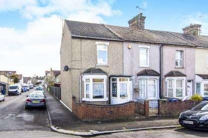 3 Bedrooms End Of Terrace House for sale in Grays, Essex