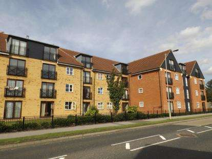 2 Bedrooms Flat for sale in Fleming Road, Grays, Essex